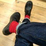 赤色靴下がとってもオシャレ!メンズのコーディネート方法