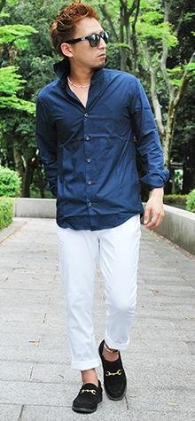 30代ネイビーシャツコーディネート