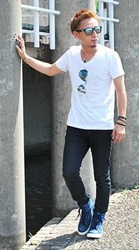 サングラスプリントTシャツ