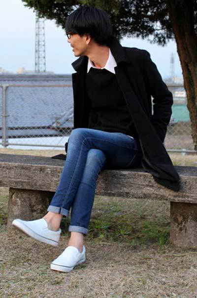 黒コート×シャツで大人っぽく