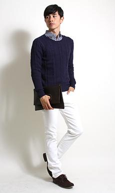 白パンツ×シャツセーターコーデ