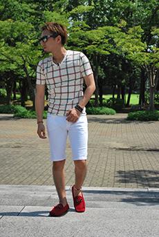白ハーフパンツ×ウインドペンチェックTシャツコーデ