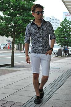 白ハーフパンツ×ヒョウ柄ポロシャツコーデ