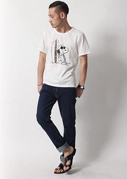 スヌーピーTシャツ×デニムカジュアルコーディネート
