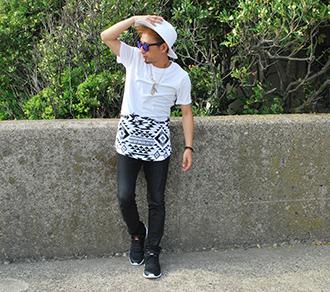 ロング丈のネイティブ柄Tシャツ×ハット着こなしコーディネート