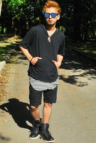 夏カットソー生地パーカー×ハイカットスニーカーを使ったモノトーンコーデ