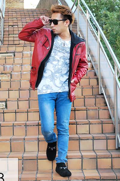 赤いライダースジャケット×スキニーデニム