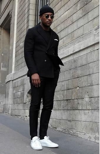 ブラック色で固めたセットアップスーツコーデ