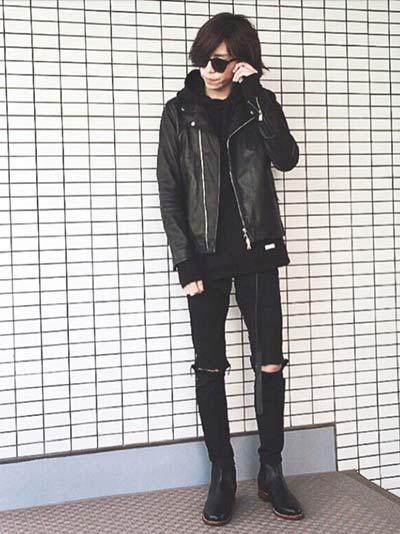 黒のライダースジャケットを使って