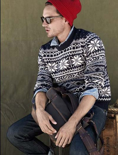 差し色に赤ニット帽を使って