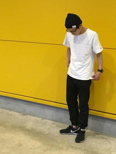 白のTシャツでシンプルコーデ