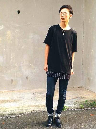 Tシャツ×スキニーでシンプルに