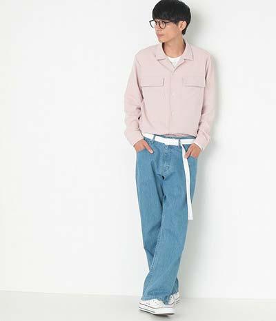 デニム×ピンクシャツ