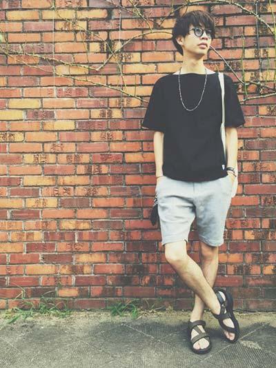 ハーフパンツで夏スタイル