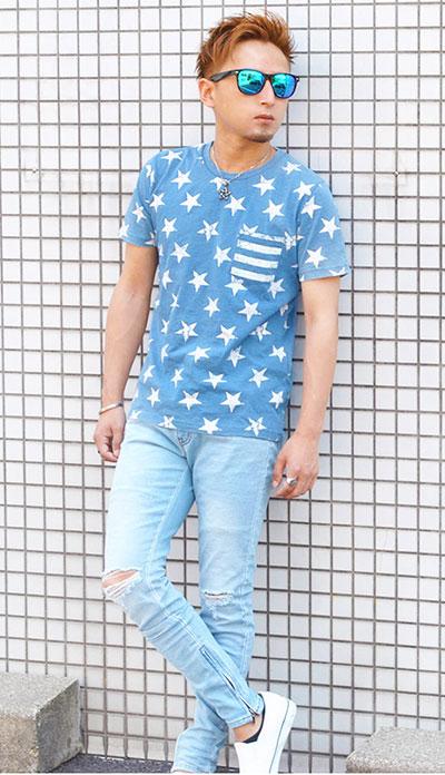 星柄をプリントしたインディゴTシャツ