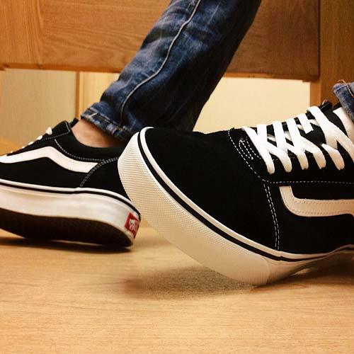 sneakers-2852607_960_720
