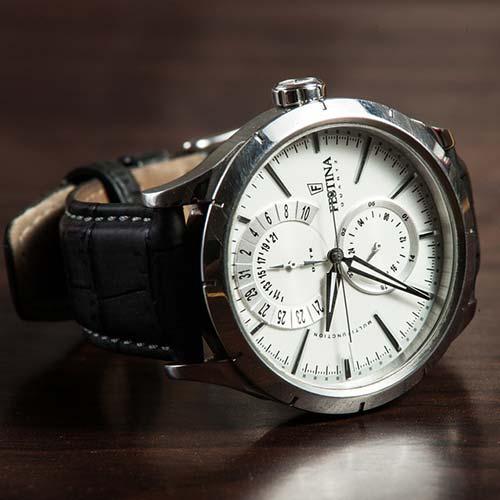 8b04422707 普段使いの時計であれば、安価でオシャレなものが断然イイ!こんな風に考えている方は多いはず♪今回は1万円以下で購入できる、メンズの腕時計ブランドを一挙ご紹介  ...
