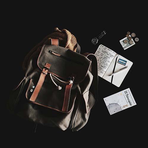 30679d85cc76 オシャレなバッグの定番アイテムとして親しまれている、リュックサック。若い時であれば、「カジュアルブランド」「スポーツブランド」などでもオシャレですが、大人に  ...